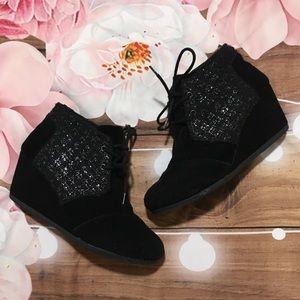 Toms black suede desert wedge booties